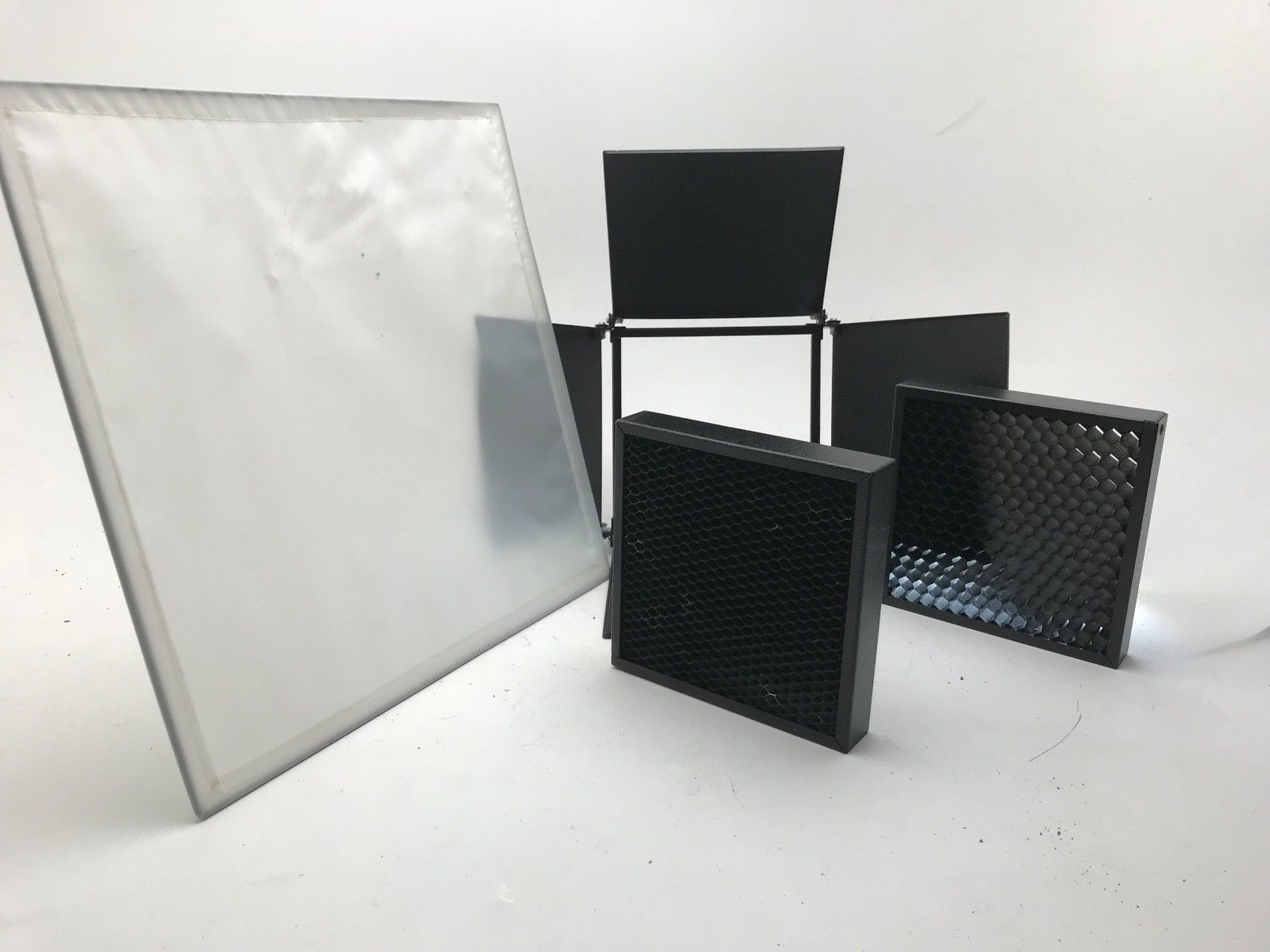 Bowens Bolite Accessory Kit With 4 Leaf Barn Doors 2 Honeycomb Grids
